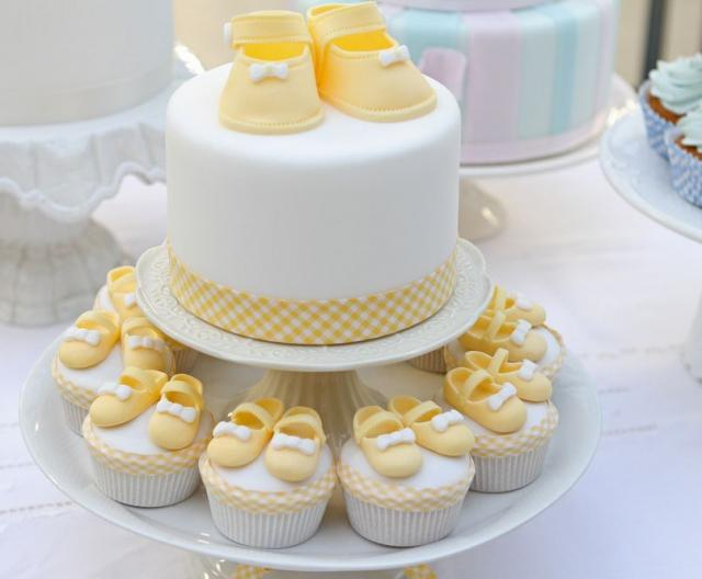round-white-baby-shower-cake