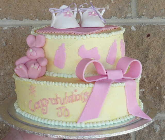 yellow-baby-shower-cake-ideas
