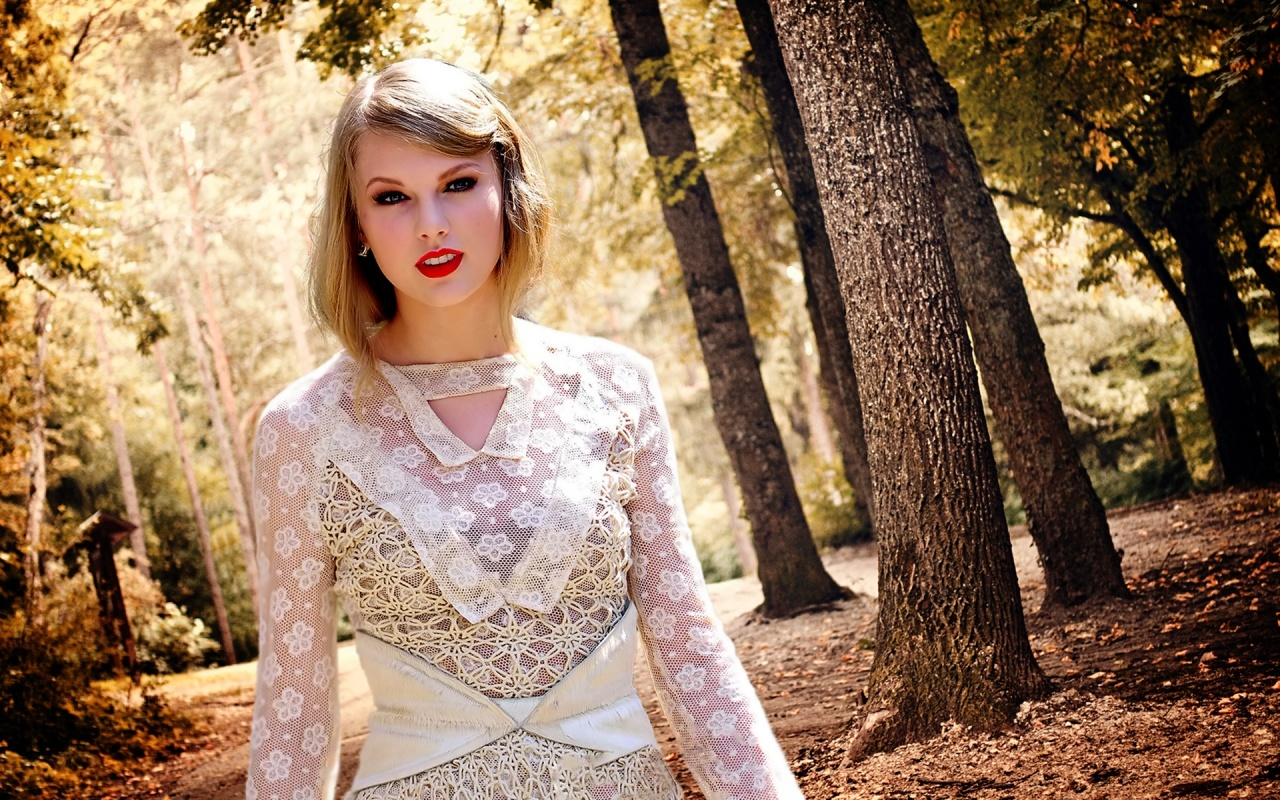 Lovely-Taylor-picture