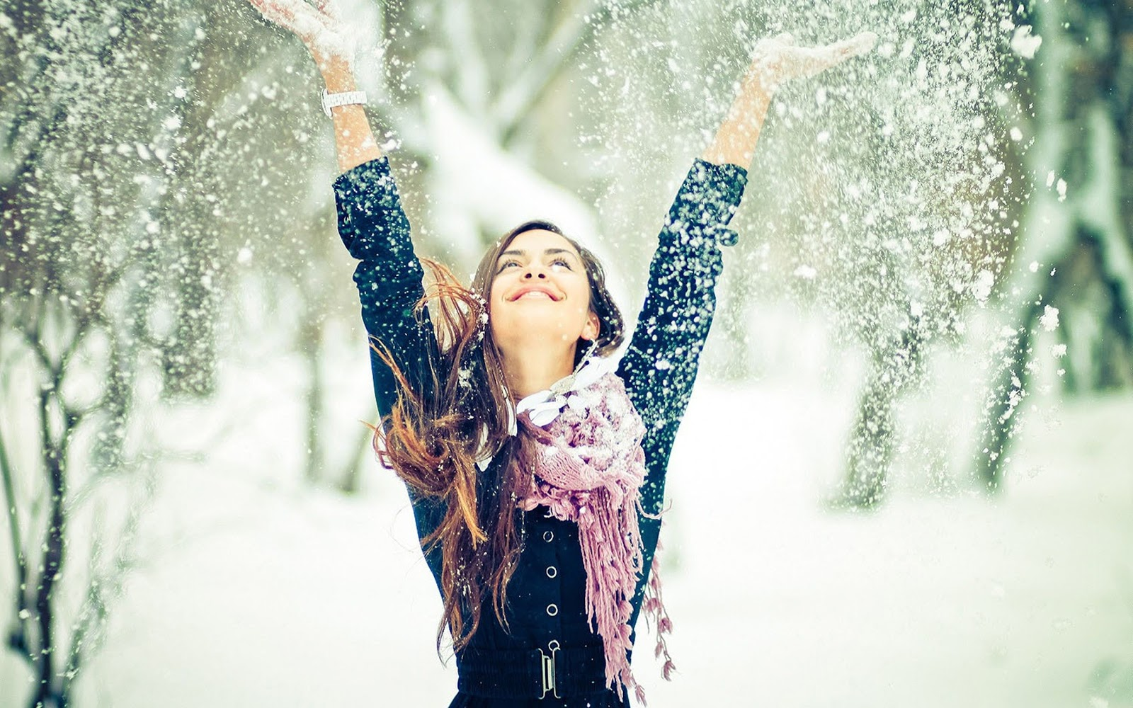 happy-girl-winter-snow-wallpaper