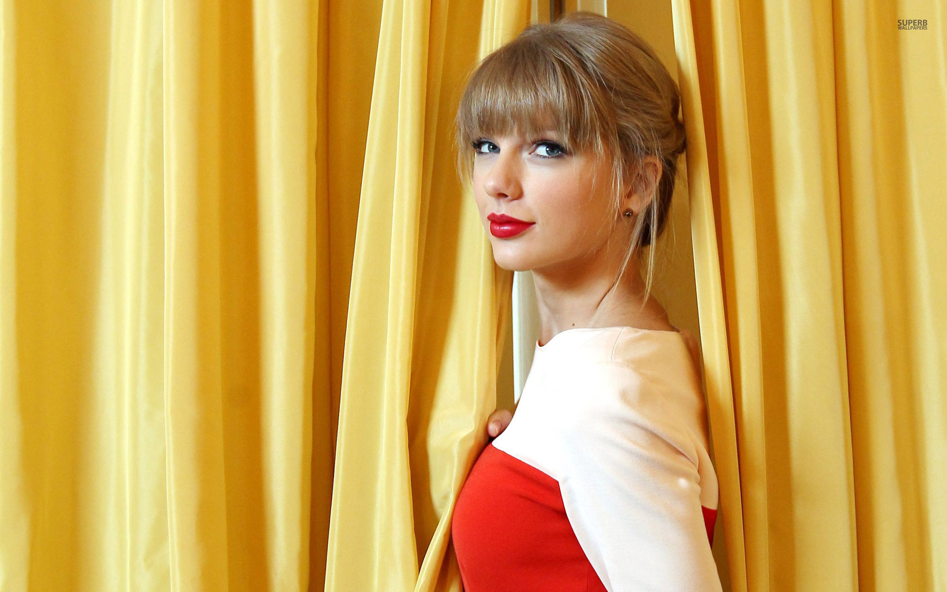 red dress pictures of taylor-swift