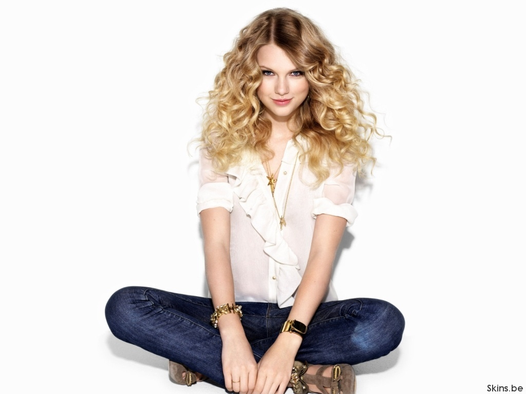sitting-funny-Taylor-Swift-pictures