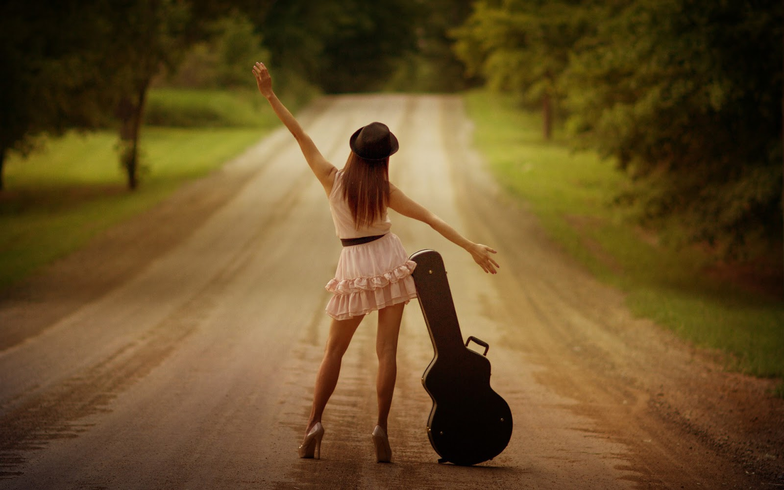 stylish-girls-wallpaper-for-facebook-girl-with-guitar