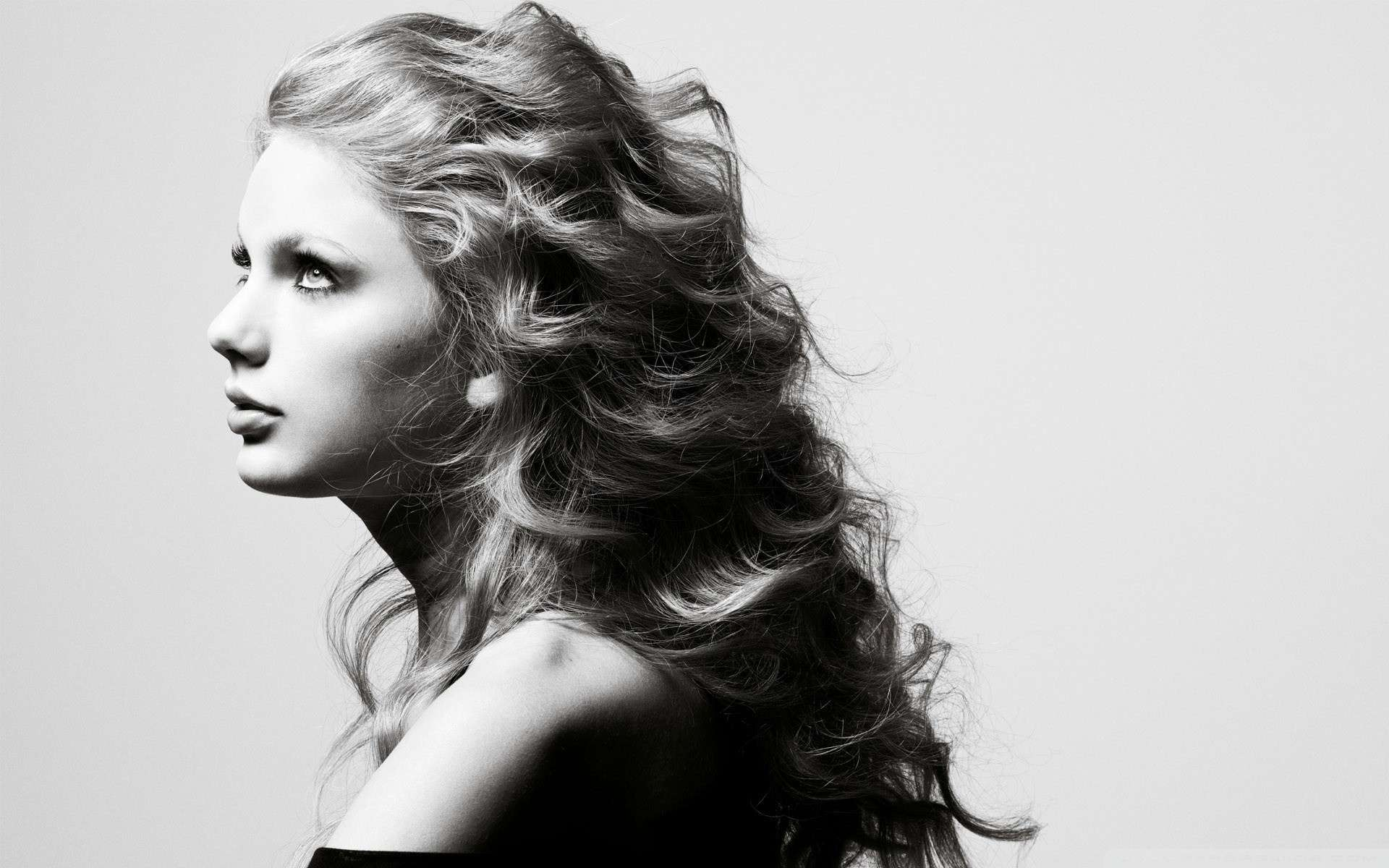 taylor-swift-in-black-and-white-picture-HD