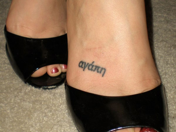 Foot-Name-Tattoos-for-Women