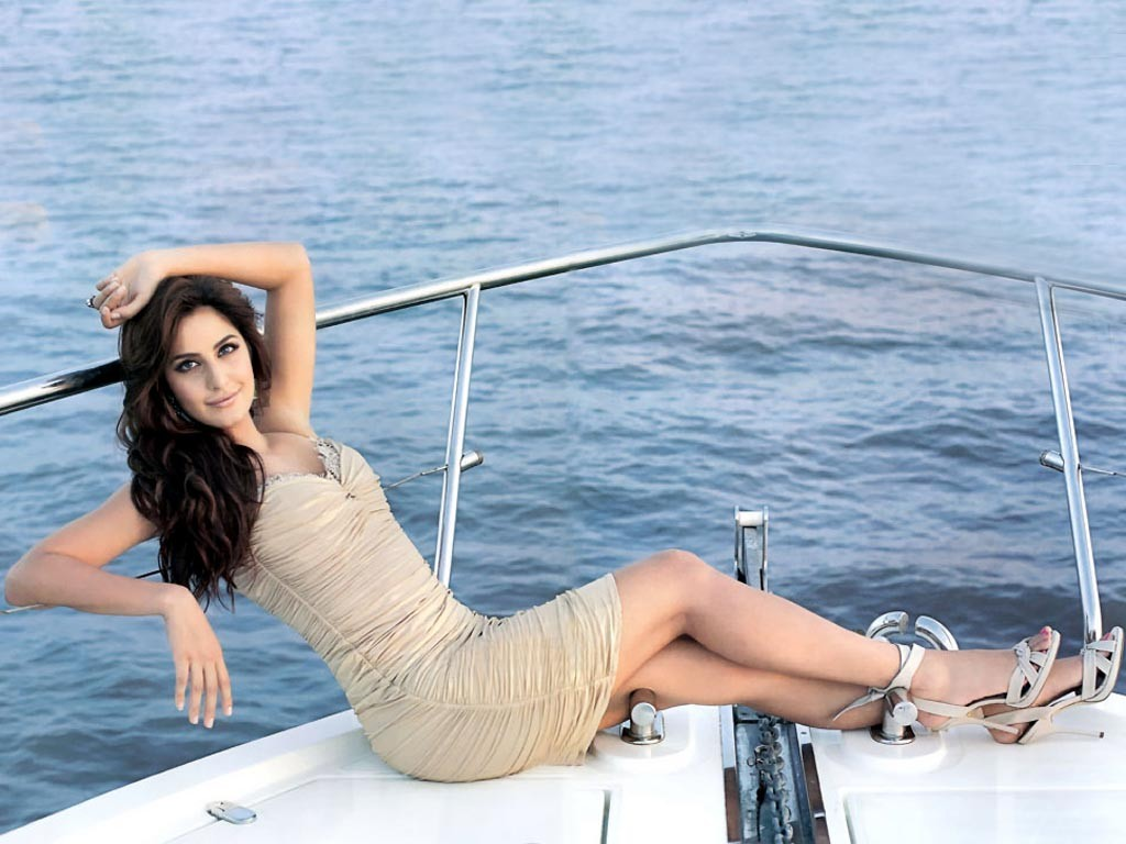Katrina Kaif Wallpapers Latest Free download Hot HD Pictures