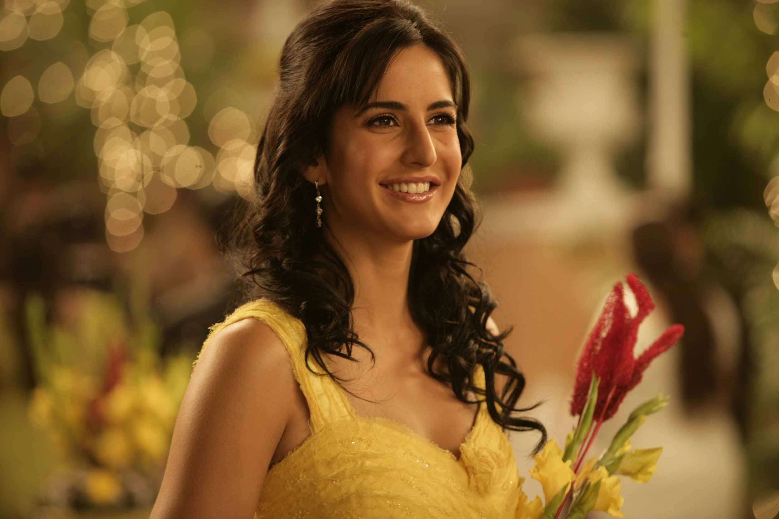 katrina-kaif-in-yellow-dress-hd-wallpapers