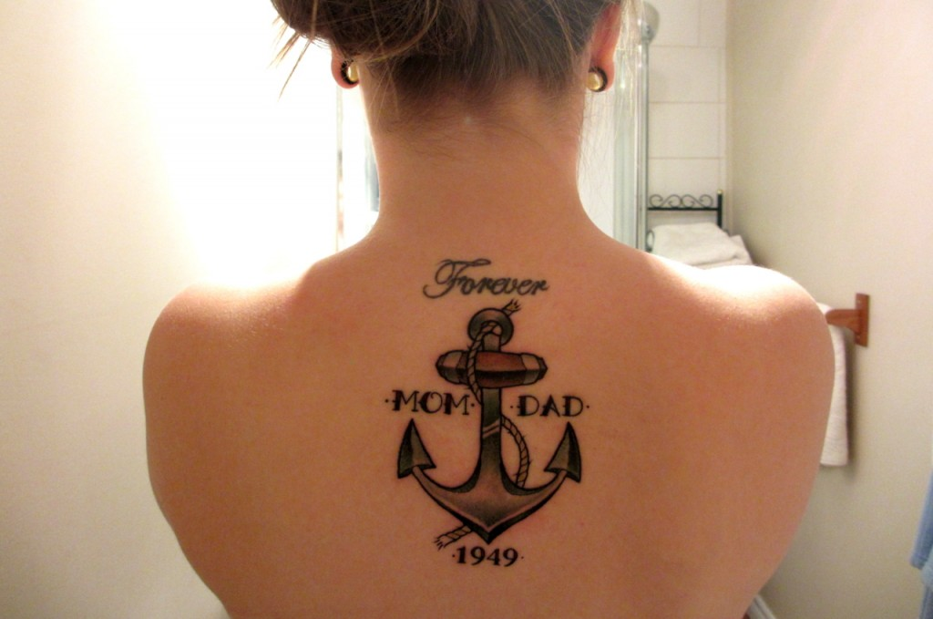 lettering-tattoos-women-back-sign