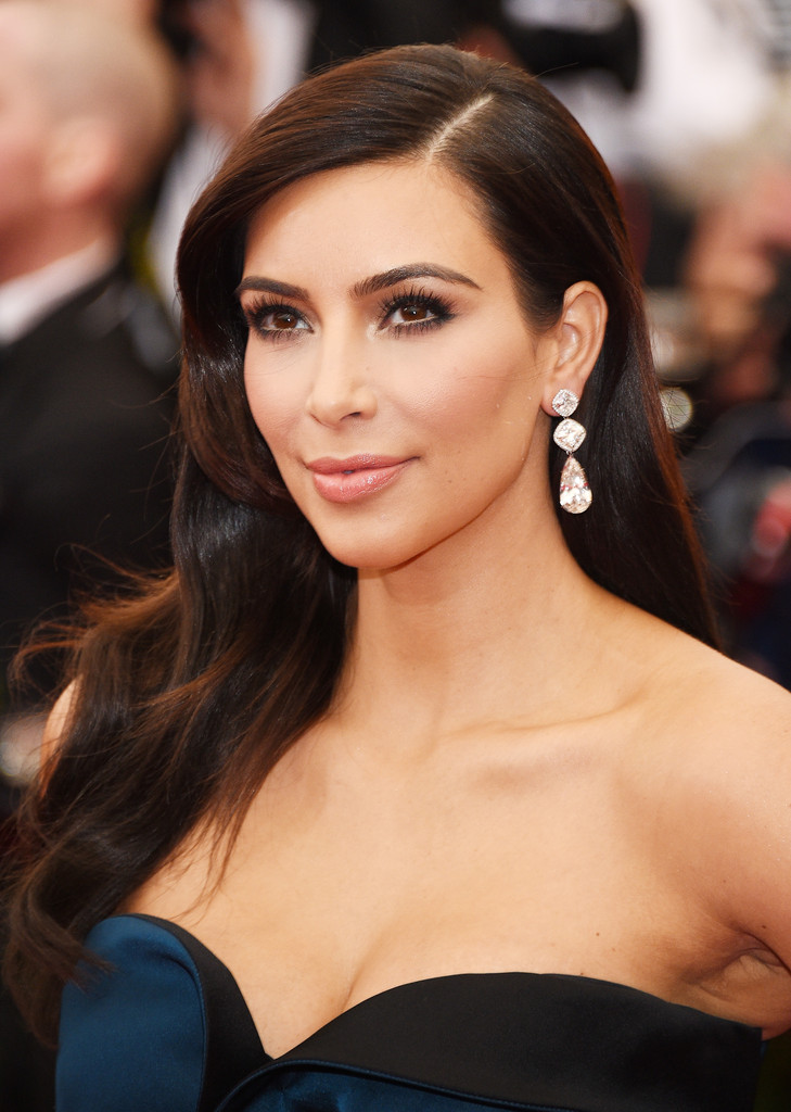 Kim-Kardashian-Hairstyles-in-Short-and-Long-Haircut