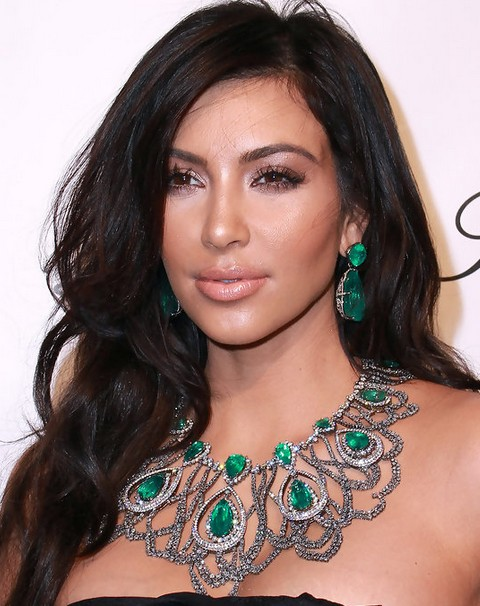 Kim-Kardashian-Hairstyles_-Sexy-Long-Curls