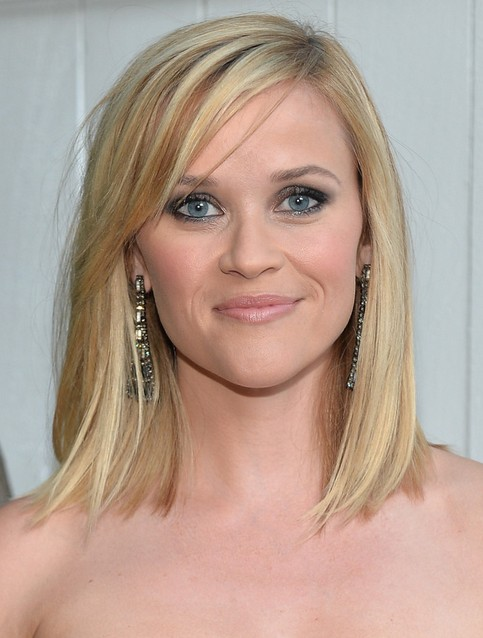 Reese-Witherspoon-Medium-Length-Hairstyles-Straight-Bob