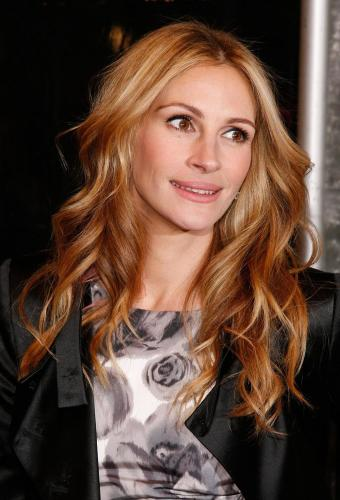 long-loose-curls-julia-roberts-hair