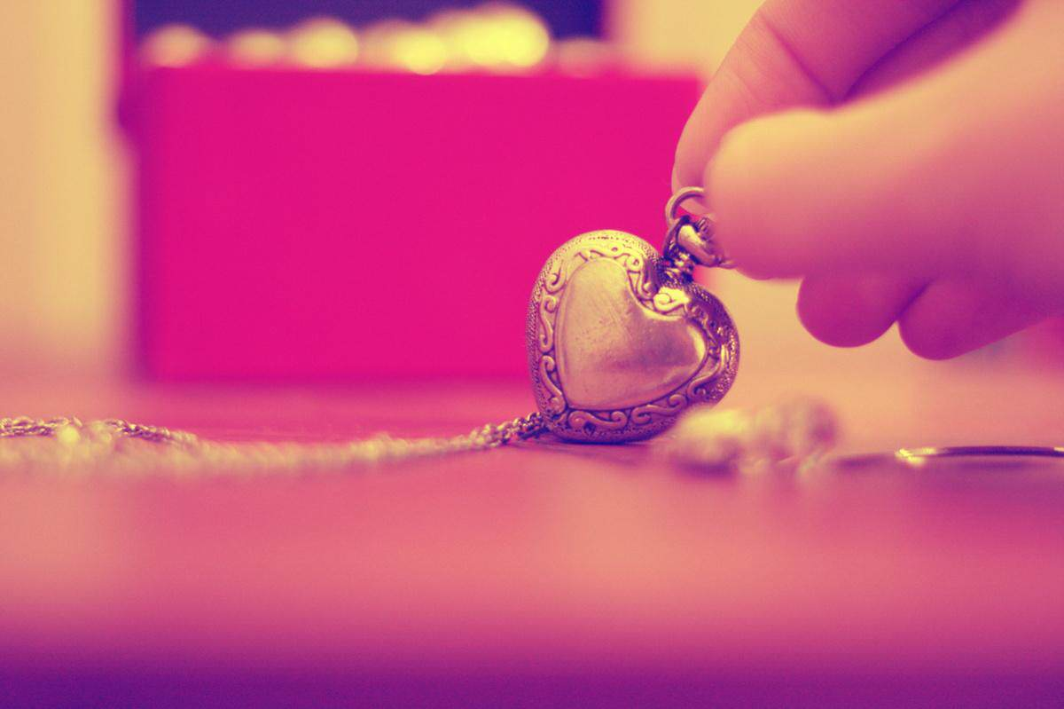 cute-heart-locket-wallpapers