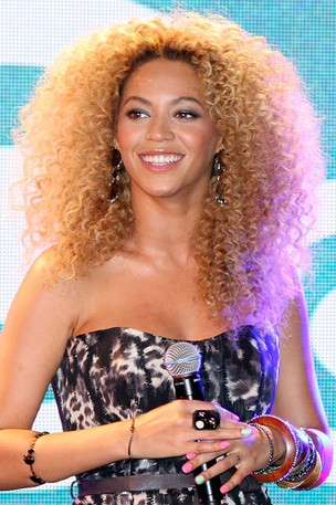 beyonce curly hairstyle